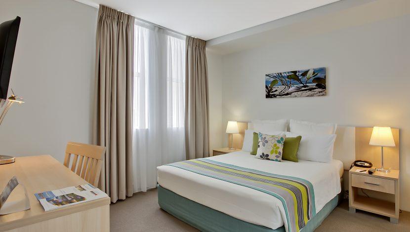 Room Shot, Quality Suites Pioneer Sands, Towradgi